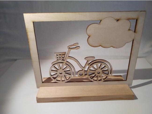 Ξύλινη σύνθεση με ποδήλατο
